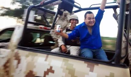 Funcionario de Sonora renuncia por fotos con cerveza en camioneta militar