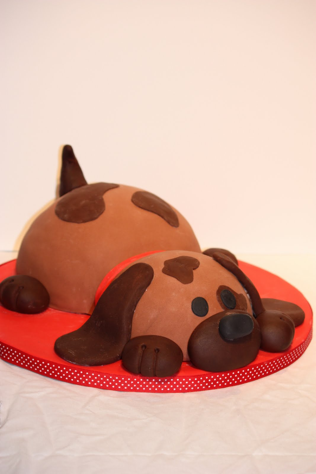 HEB Cakes Designs http://whimsicalbydesign.blogspot.com/2011/03/puppy-dog-birthday-cake.html