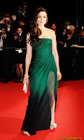 Rachel Weisz arrives at the premiere of 'Agora' @ the Grand Theatre Lumiere during the 62nd Annual Cannes Film Festival