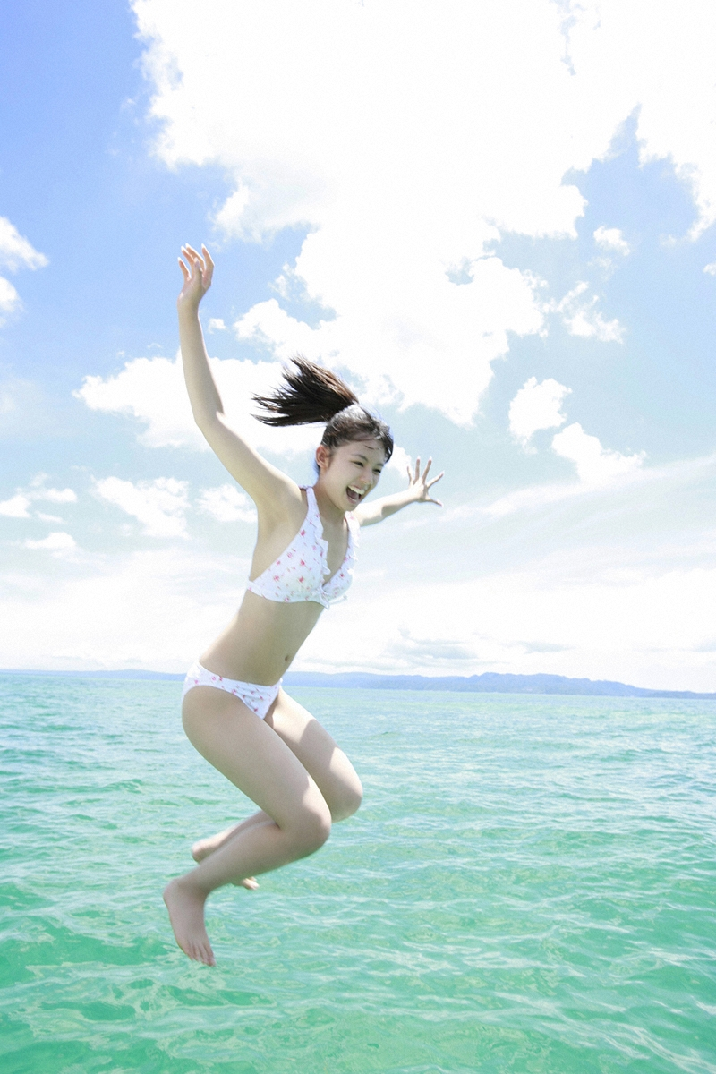 rina koike sexy bikini in the yatch 02