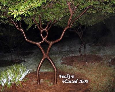 生きている木の彫刻