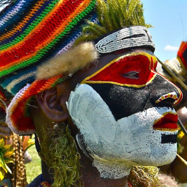 modern life of papuans 14 Modern Life Of Papuans Photo Video Picture Image