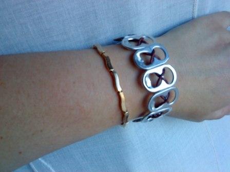 pulsera hecho con anillas o aros para abrir latas de alumnio