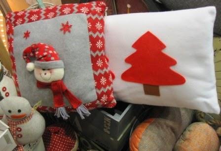 Cojin Navidad arbolito rojo y muñeco nieve