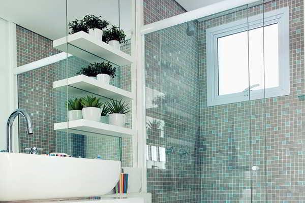Banheiros com pastilhas  37 modelos decorados  Decor Alternativa -> Banheiro Decorado Com Pouco Dinheiro