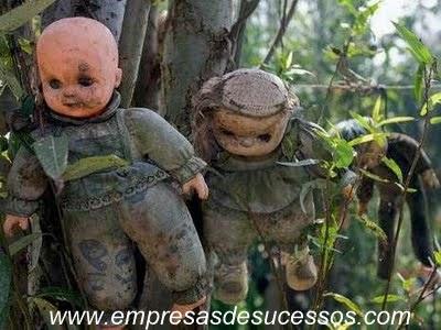 Empresas de sucesso: Imagens de terror macabra da Ilha das bonecas