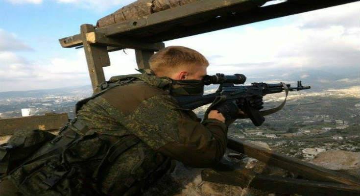 Ρώσοι πεζοναύτες στοχεύουν μέσα στην Τουρκία από συριακά βουνά