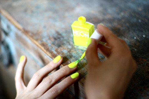 nail-nail-polish-nailpolish-neon-yellow-