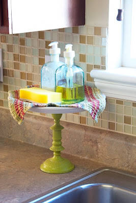 DIY Kitchen Sink Organizer {rainonatinroof.com} #kitchen #organizer #DIY