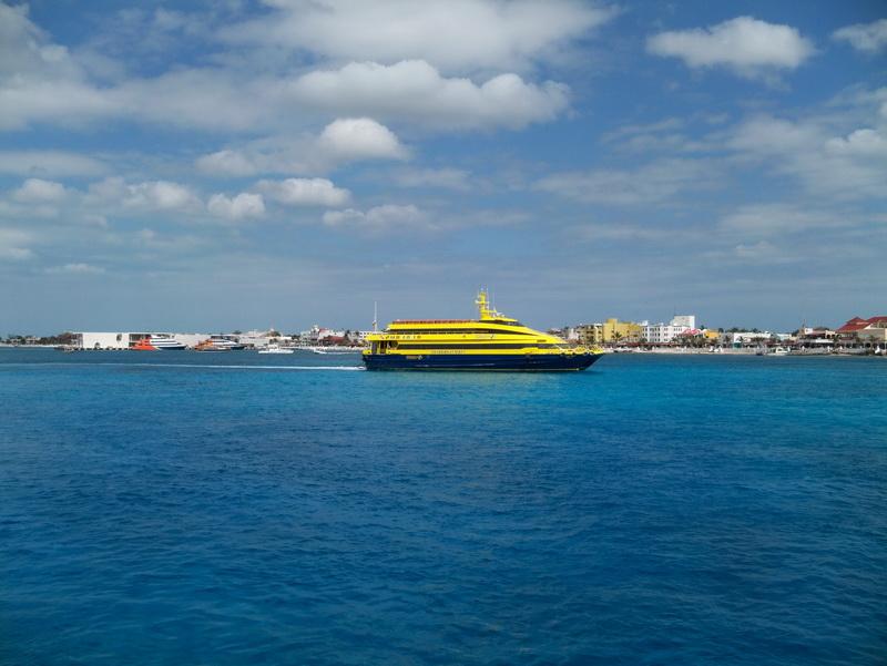Foto del Barco de Ultramar que cruza de Playa del Carmen a Cozumel