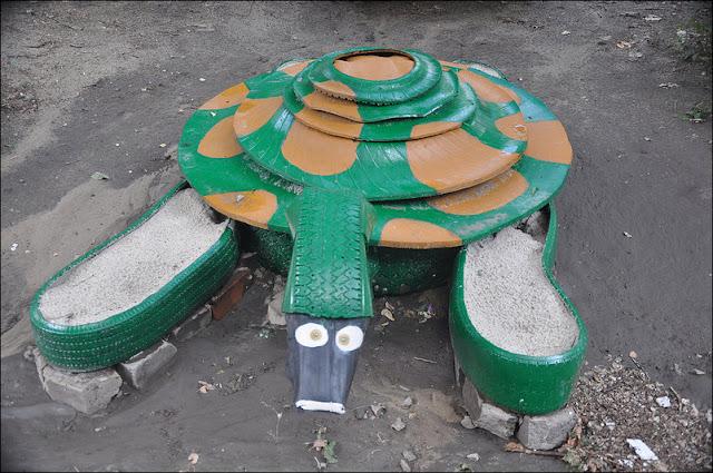 Idea para decorar un parque infantil con neum ticos taringa for Decoracion de parques y jardines