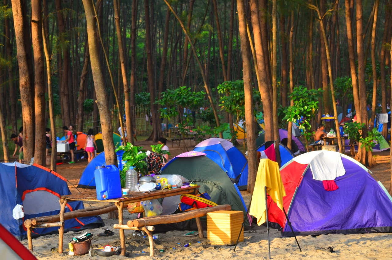 : Anawangin Cove, Zambales  Communing with nature on a city of tents