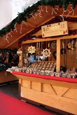 Stand auf dem Weihnachtsmarkt in Arco
