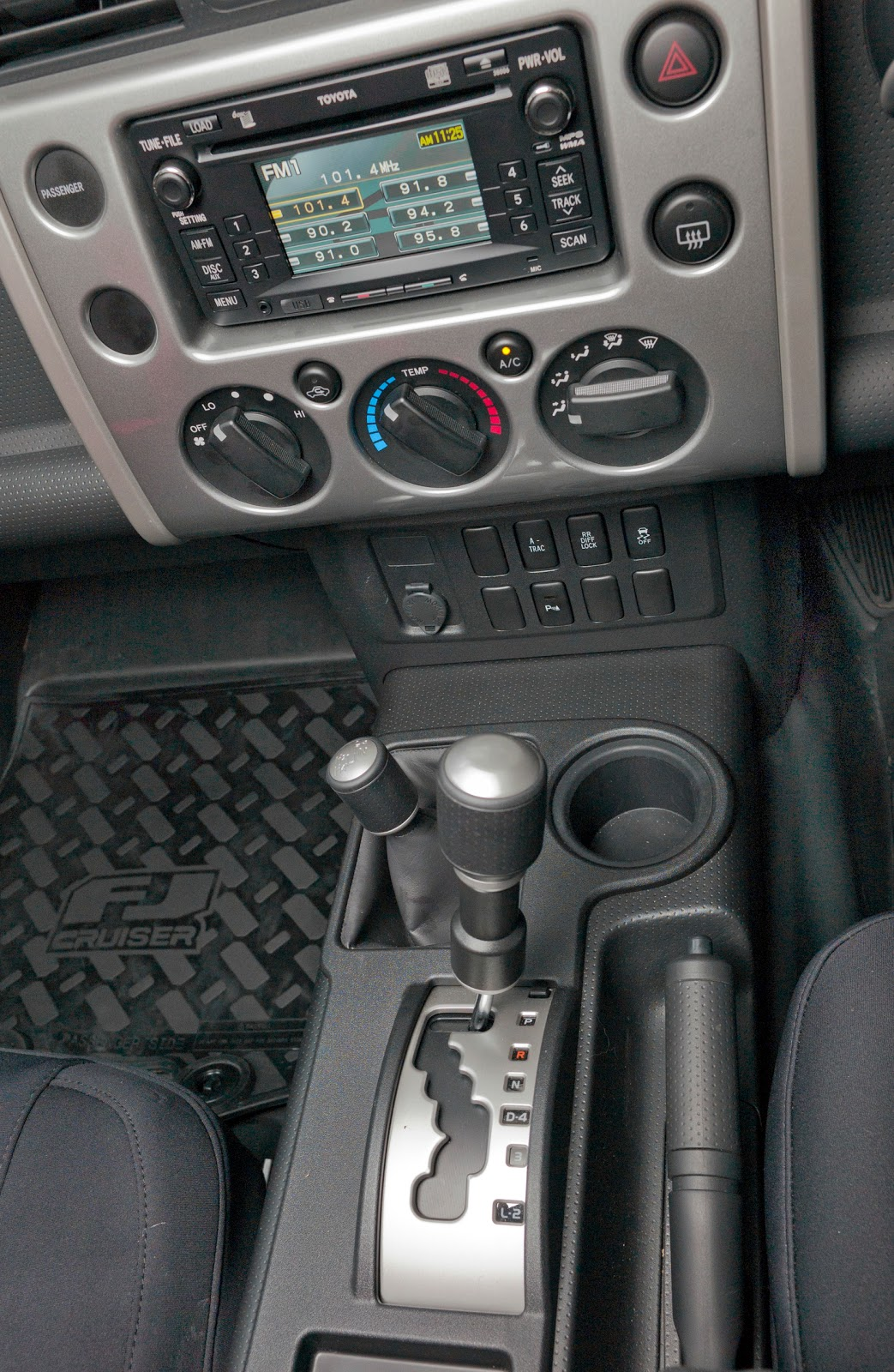 FJ Cruiser: Interior Design