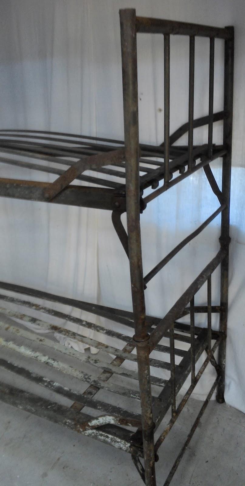 ancien lit militaire fer superposable kaki m tal loft atelier prison industriel lit superpos. Black Bedroom Furniture Sets. Home Design Ideas