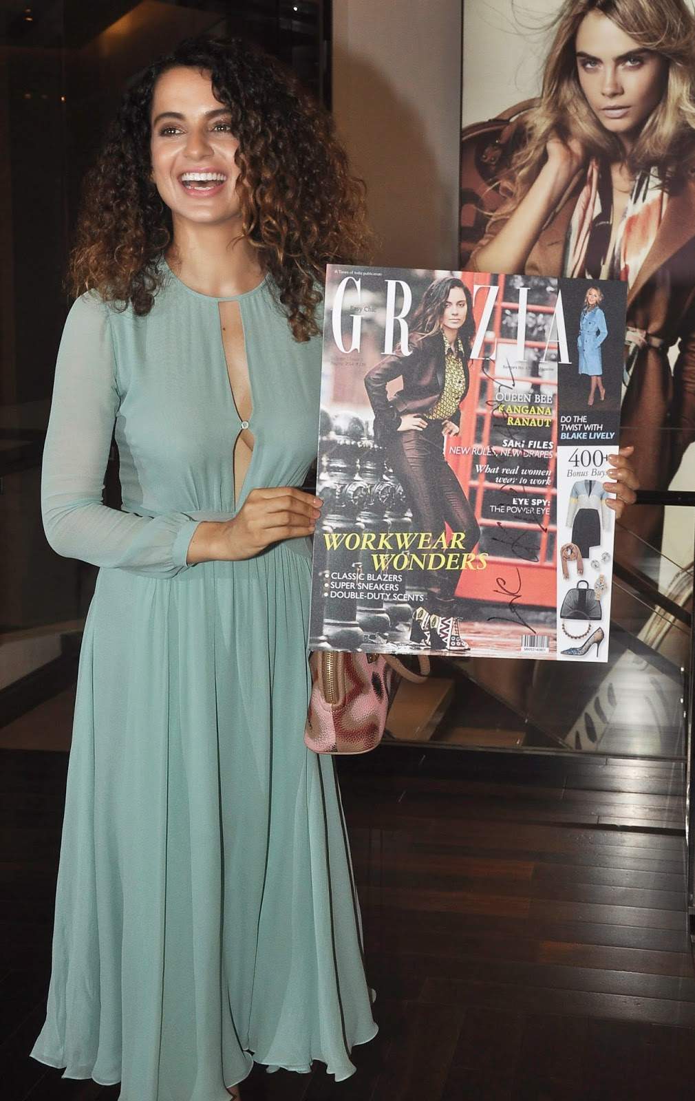http://2.bp.blogspot.com/-Ny_b5yYbT6I/U924UyxNdJI/AAAAAAAAqX0/viVxhkO6Kpo/s1600/Kangana+Ranaut+Unveils+The+Latest+Issue+Of+Grazia+Magazine+Images+(4).jpg