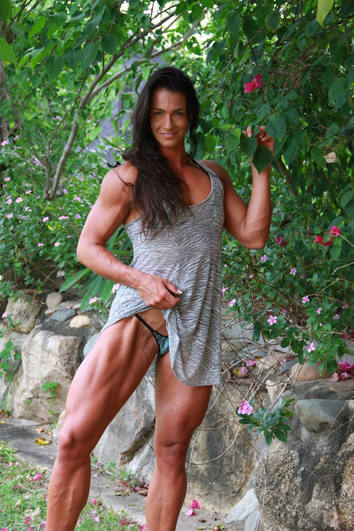 Cindy Landolt Flexes Her Muscular Quads And Calves
