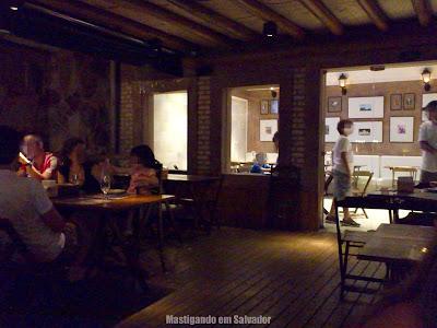Pizza da Chapada: Salão principal e salão de eventos (ao fundo)