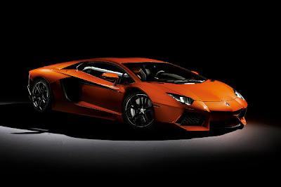Lamborghini-Aventador-Side