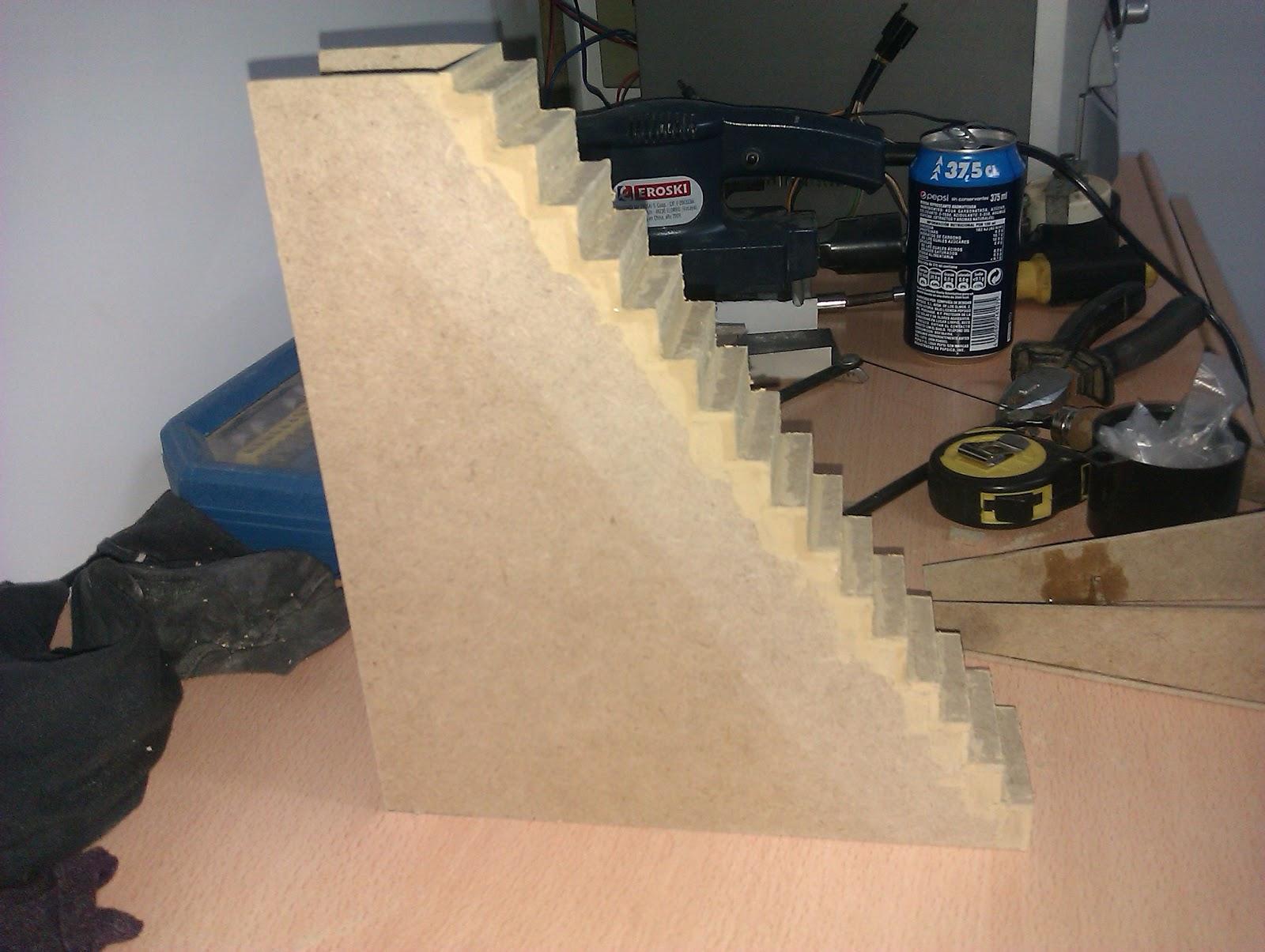 Mi casa de mu ecas marzo 2012 for Materiales para hacer una escalera
