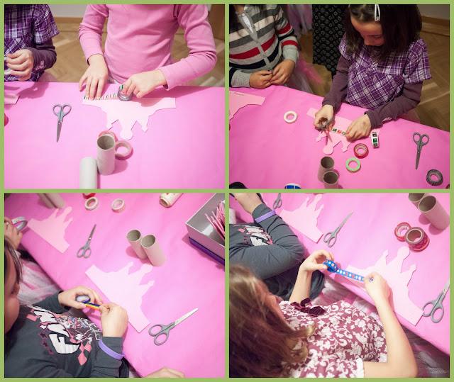 Trabajando en el taller de decoración de coronas de princesa con washi tape