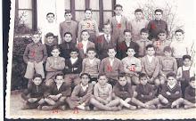 Grupo de alumnos en el patio del antiguo colegio Calvo Sotelo (El Cementerio) actual San Sebastián.