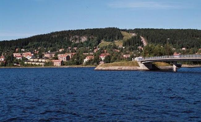 7 Danau Yang Warga Pernah Melihat Makhluk Raksasa Di