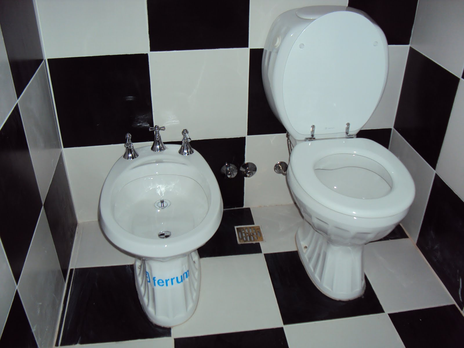 Baños Estilo Colonial:Laura Ramirez Construcciones: reforma baño estilo colonial