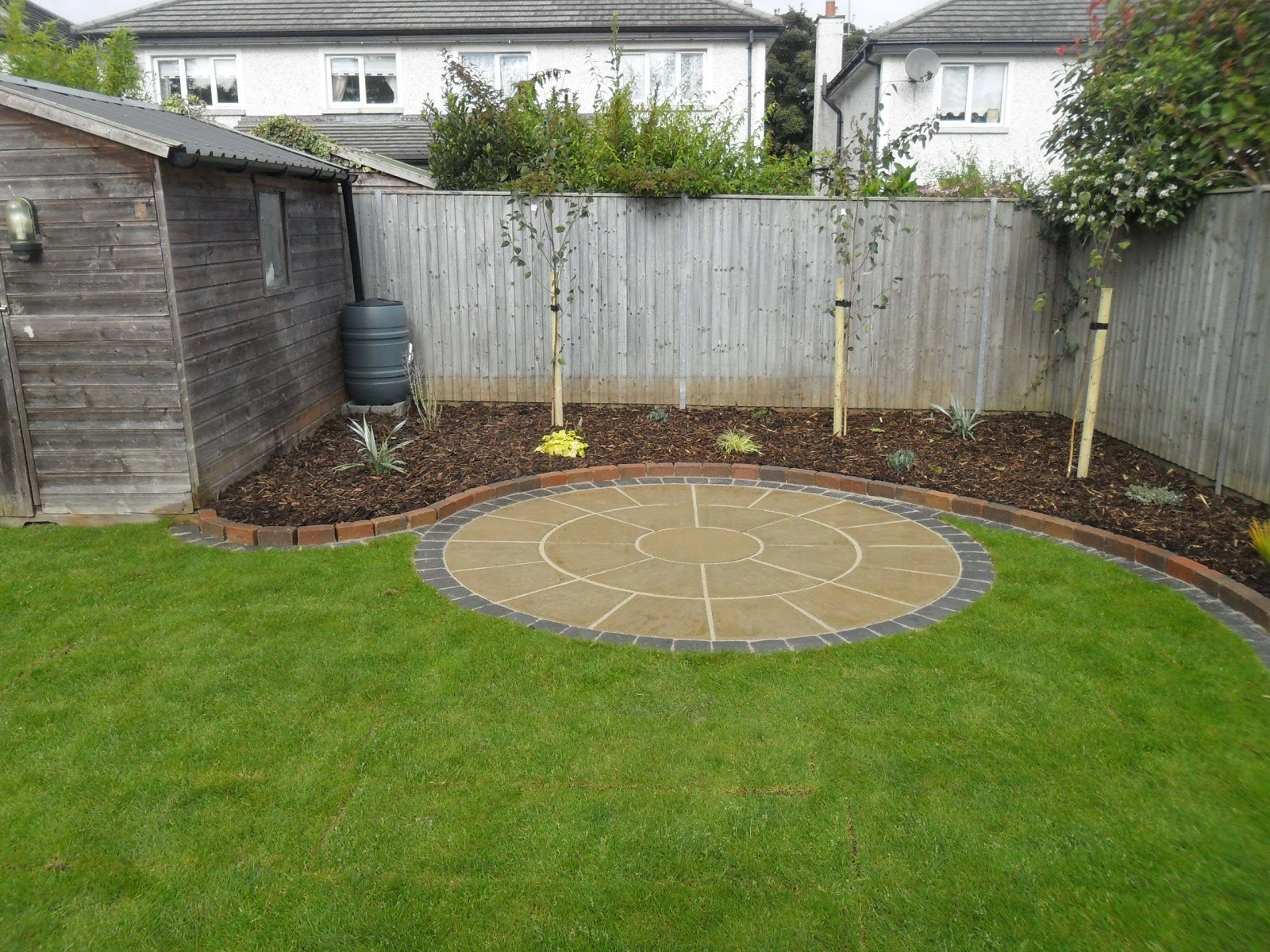 Greenart landscapes garden design construction and for Circular raised garden bed ideas