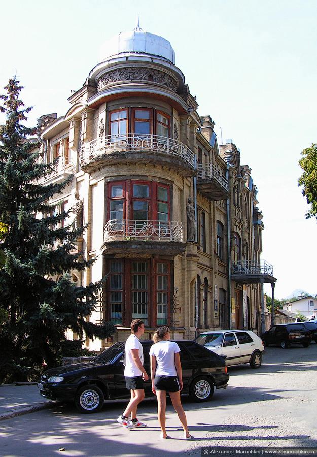 Здание бывшей гостиницы Эрмитаж на улице Гоголя в Пятигорске