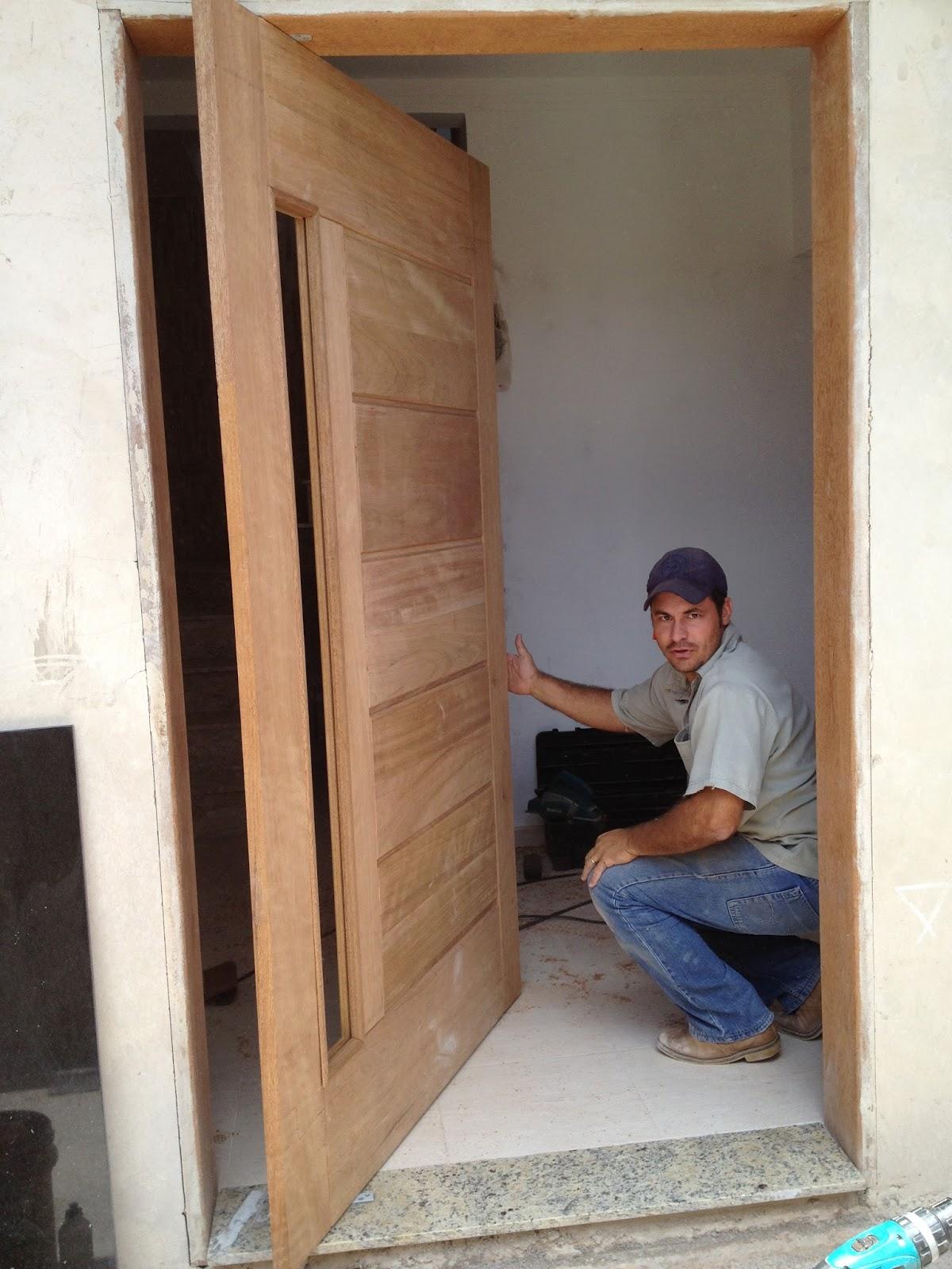 #8A6041 Olha meu marceneiro fazendo charme!! Irmão Marcio foi benção na  246 Janelas De Vidro Pivotantes