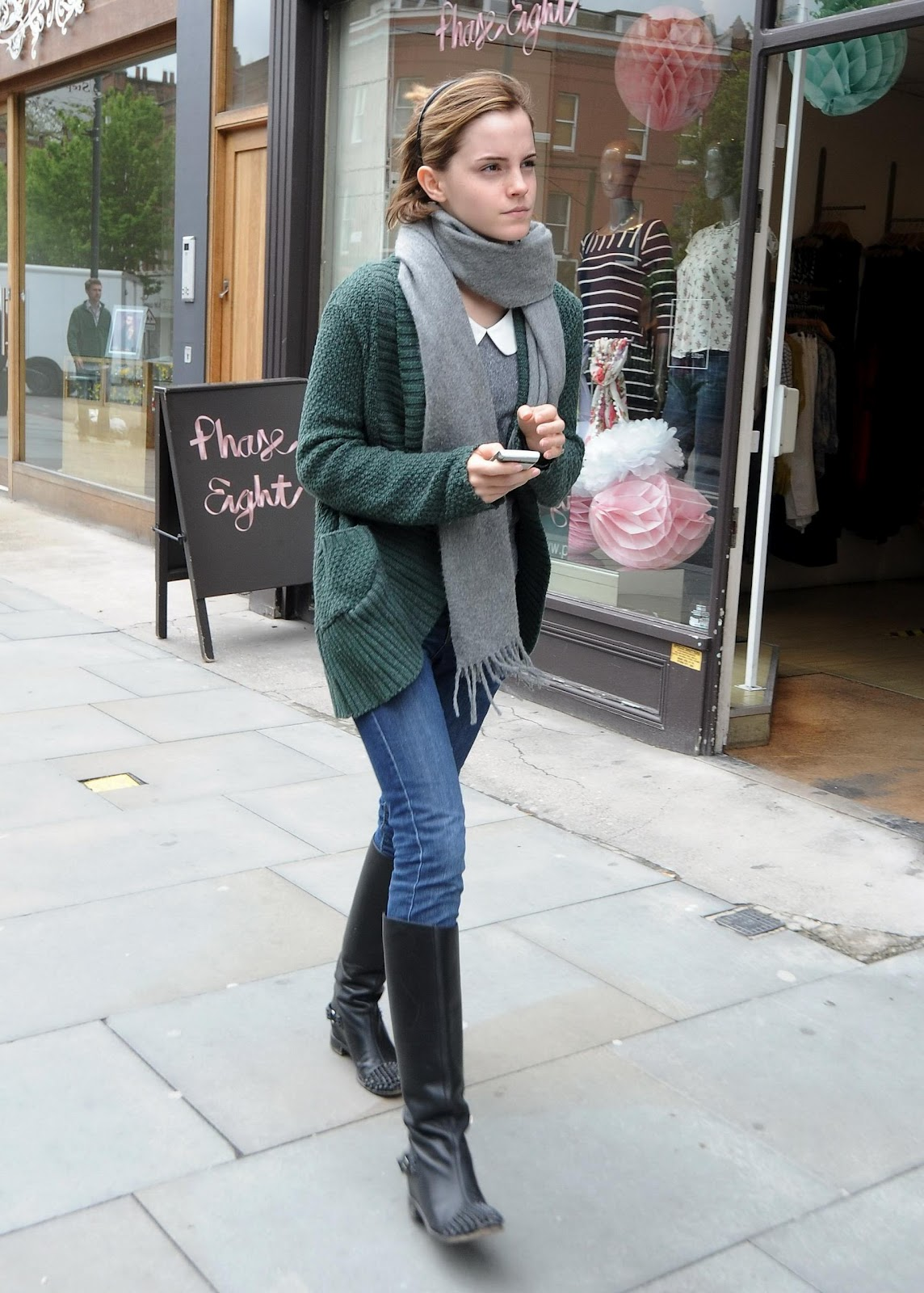 http://2.bp.blogspot.com/-O-lEV-LSALI/UFsrSlXLC1I/AAAAAAAABvA/ePQlz5Ch4Gw/s1600/Out-in-London-May-8-2012-emma-watson-30773596-1831-2560.jpg