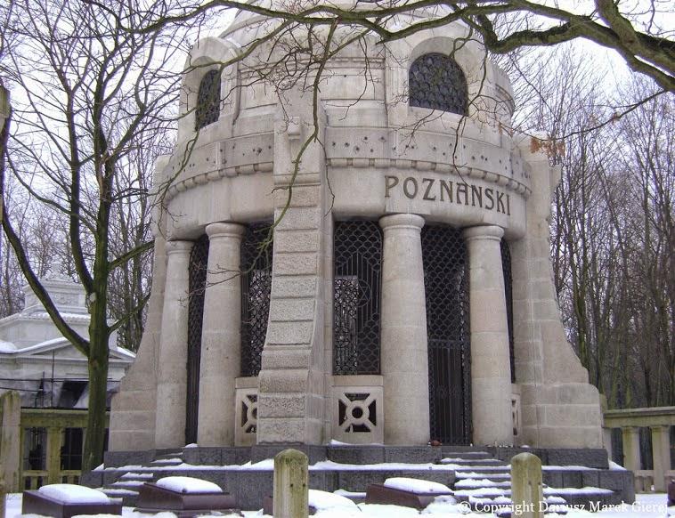 Mauzoleum Izraela Poznańskiego – mauzoleum na nowym cmentarzu żydowskim w Łodzi. Cmentarz przy ulicy Brackiej jest jednym z największym tego typu na świecie. Rozciąga się na 42 ha. Fot. Dariusz Marek Gierej