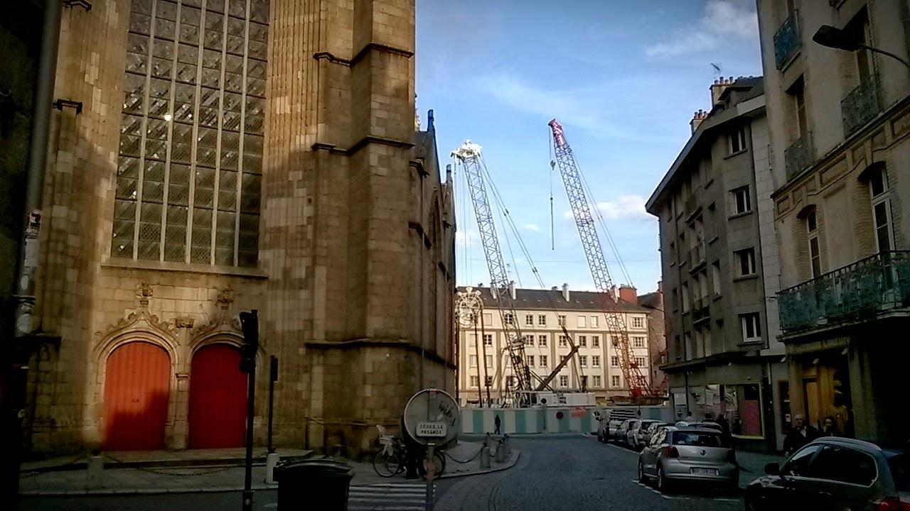 La perspective de la rue du Vau Saint-Germain en venant de la Place de la Mairie
