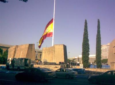 Luto en las banderas. Olga Casal