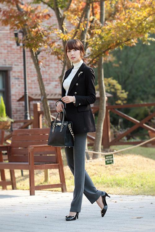 Thanh Lịch nhẹ nhàng với chiếc vest đen dài đơn giản