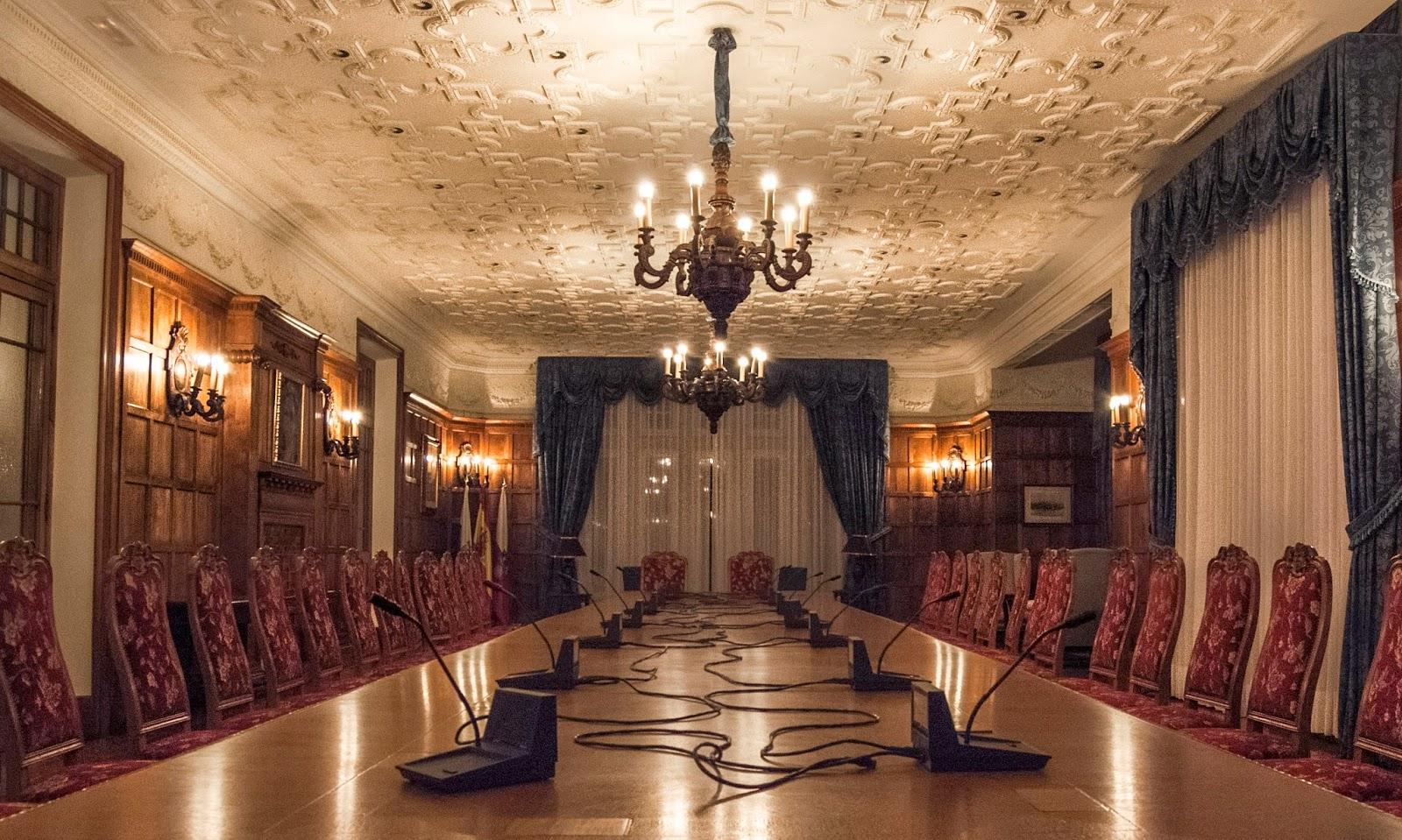 Fotograf as felices de cantabria interior del palacio for Sala 0 palacio de la prensa