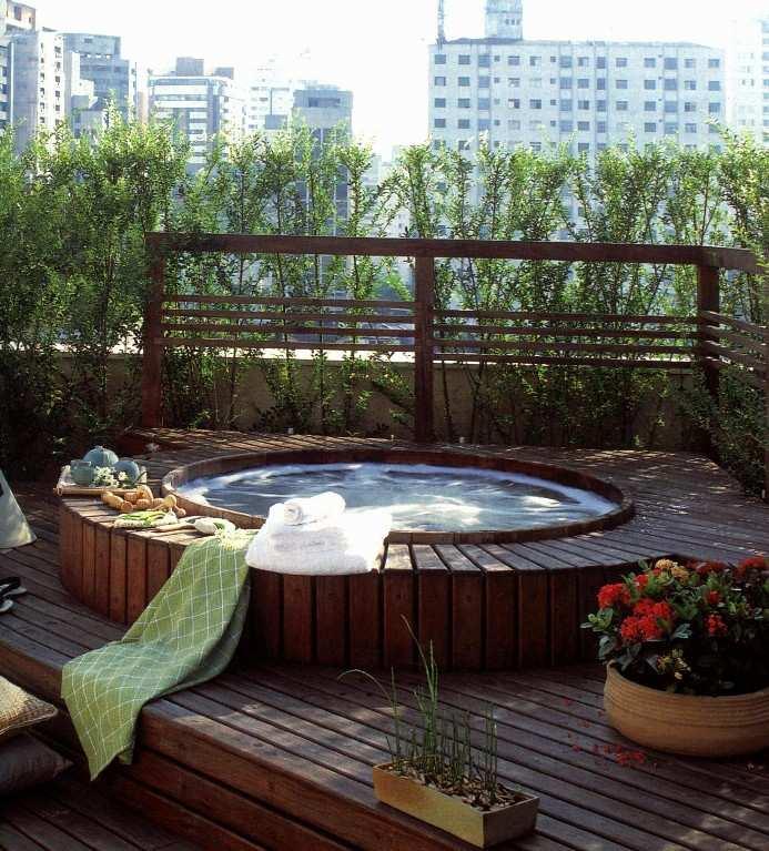 projeto de ofuro no jardim:http://rosanaportes.blogspot.com/2011/08/preparando-casa-para-o-verao