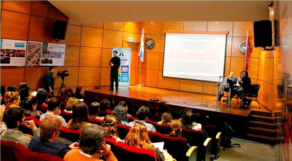 Imagen general del auditorio durante la charla