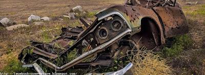 Couverture journal facebook: une carcasse de voiture perdue