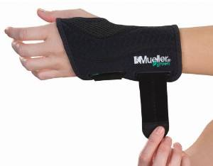 Wrist Brace Mueller Fitted Wrist Brace, Left, Green