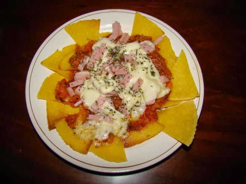 Dirty Nachos (nachos con frijoles, guacamole, queso)