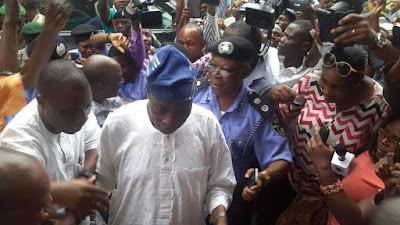 Chief Olu Falae met by well wishers after release by kidnappers,Olu Falae released,