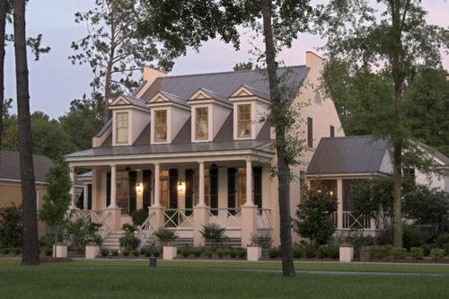 A vintage junket beautiful cottage homes for Southern coastal homes