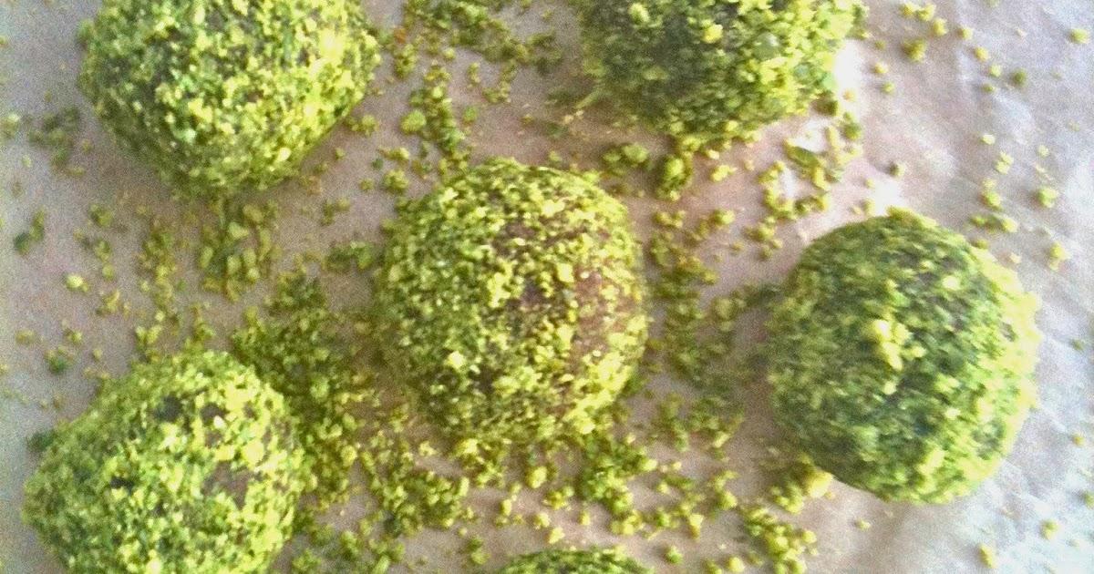 Passionately Raw! : Raw Orange Pistacchio Truffles