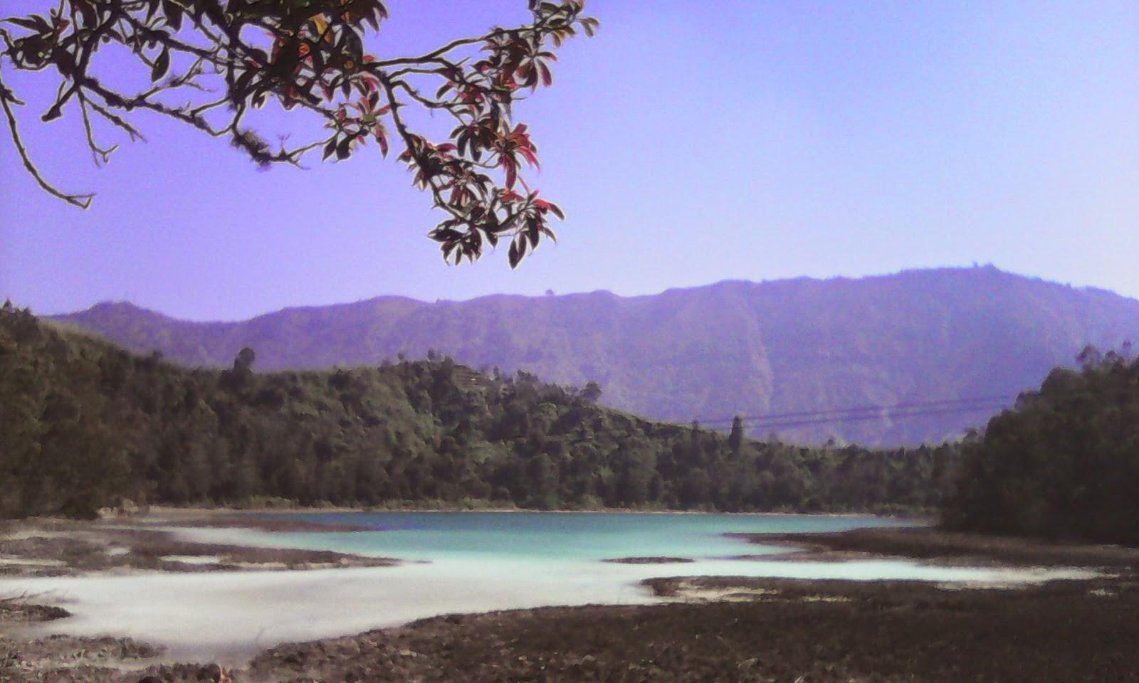 Telaga Warna dan Telaga Pengilon di Dieng Wonosobo