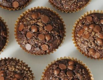 Muffins de chocolate duplo