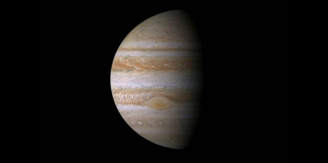 Don't be fooled by Jupiter's romantic exterior (image courtesy NASA/JPL/Space Science Institute)