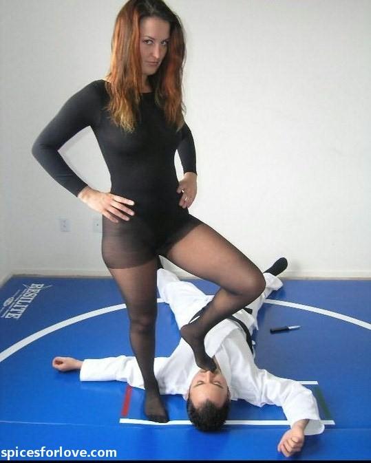 do pro women wrestlers wear pantyhose