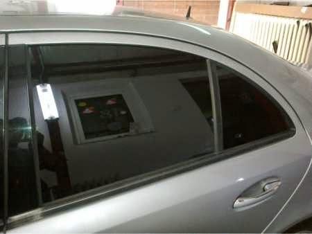 Folie auto geam spate masina